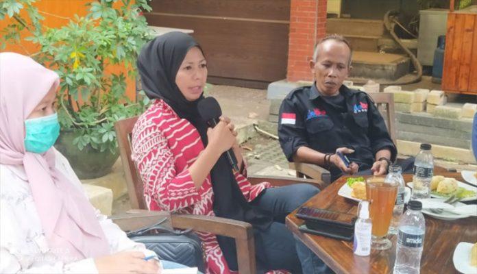 Calon wakil wali kota Depok Hj Afifah Alia dalam diskusi dengan wartawan DMC
